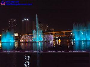 Đài phun nước phao nổi công viên Mai Dịch