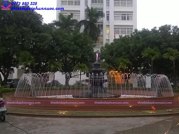 Đài phun nước bể tròn trường Đại học Quốc Gia Hà Nội 3