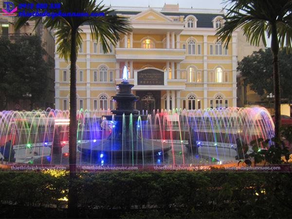 Đài phun nước bể tròn trường Đại học Quốc Gia Hà Nội 5