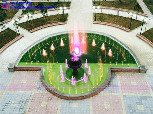 Đài phun nước hình bán nguyệt Đại học Thành Đô 4