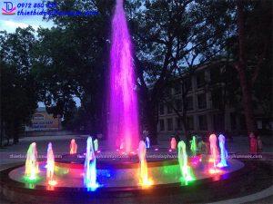 Đài phun nước hình tròn trường THPT Phan Đăng Lưu 2