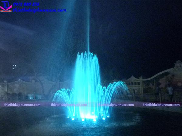 Đài phun nước phao nổi trên hồ cho biệt thự 4