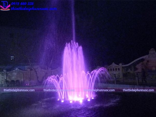 Đài phun nước phao nổi trên hồ cho biệt thự 6
